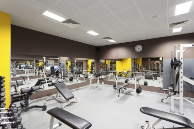 Gym with mirrored walls