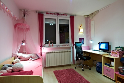 Girl's Bedroom that Incorporates Splashes of Pink